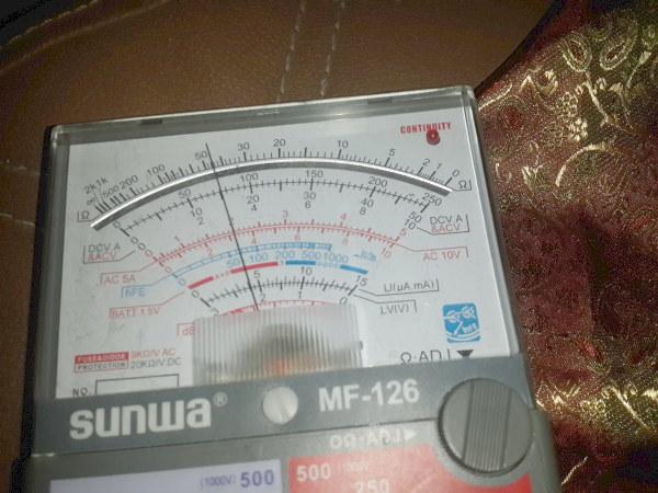 Multimeter menunjukkan voltase listrik sekitar 75 volt, dari seharusnya 220 volt yang disupply PLN pada kondisi normal