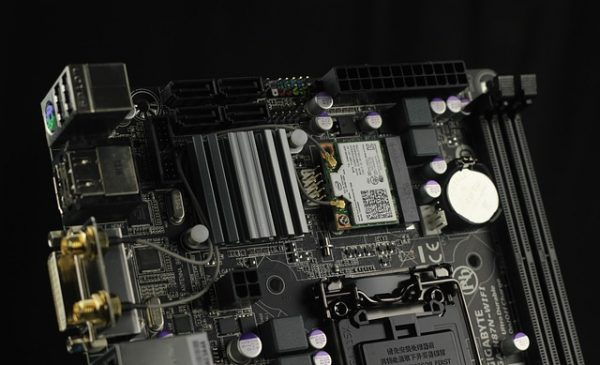 motherboard-885177_640-600x365