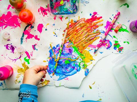 belajar menggambar bagi anak tk sangat sederhana tapi bisa jadi sarana meluapkan emosi