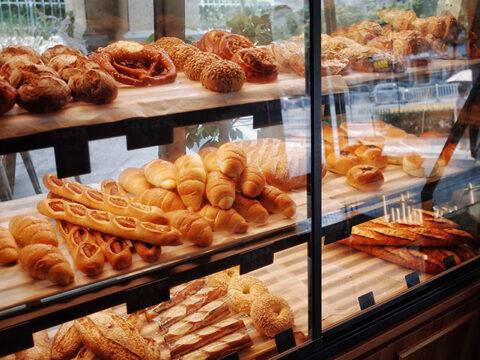 toko roti enak di cirebon untuk mencari oleh- oleh
